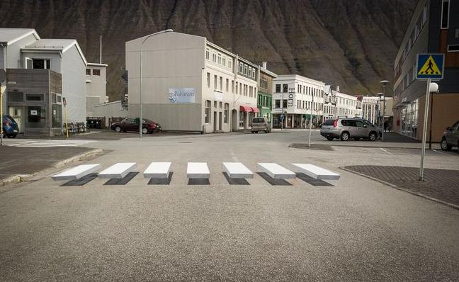 Un paso de peatones tridimensional para obligar a los conductores a bajar la velocidad