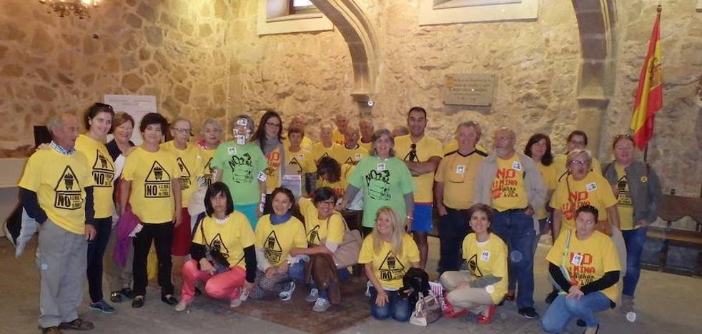 'No a la Mina en la Sierra de Ávila' entrega 15.000 firmas en la Junta