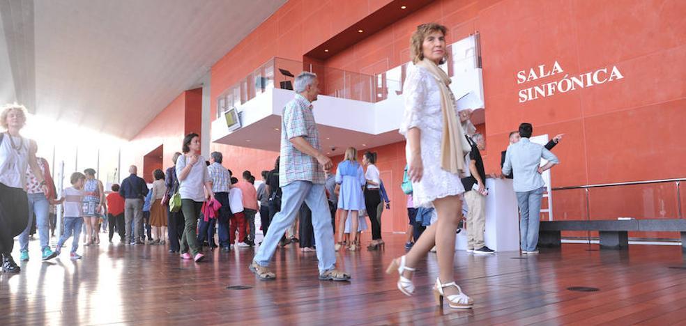 Cerca de 6.000 personas disfrutan en la jornada de puertas abiertas del Miguel Delibes