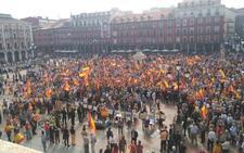 Mil quinientas personas llenan la Plaza Mayor de Valladolid en defensa de la unidad de España