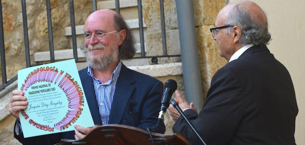 Joaquín Díaz recibe el premio anual de la Sociedad de Antropología