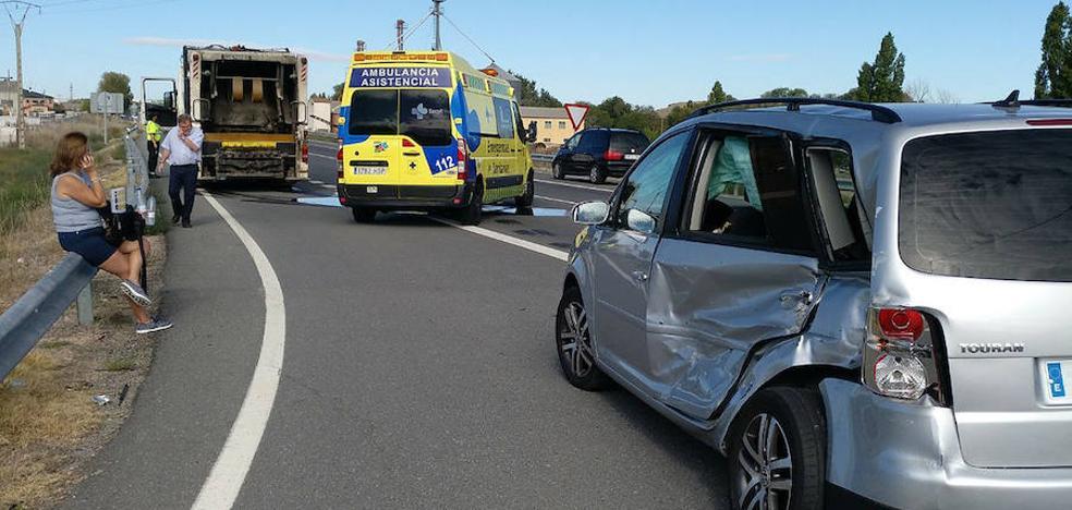 Un herido tras chocar contra un camión de basura de la Mancomunidad La Atalaya