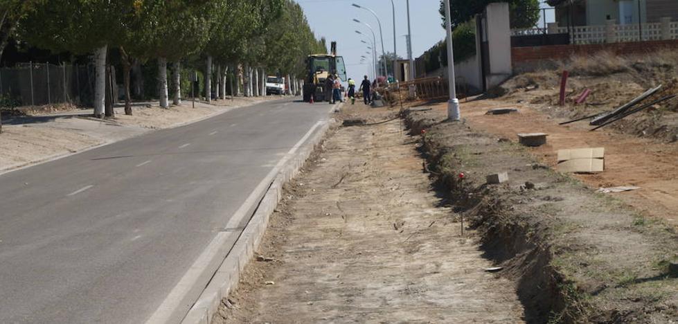 Olmedo construye un carril bici en la carretera de Aguasal