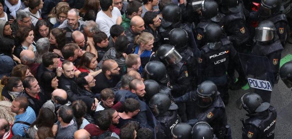 El Gobierno «lamenta las consecuencias» de las cargas policiales del 1-O