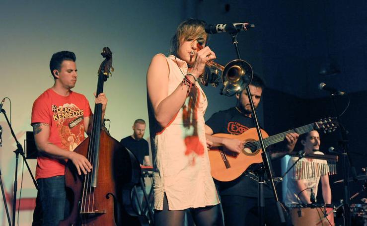 Concierto de Jenny & The Mexicats en el LAVA