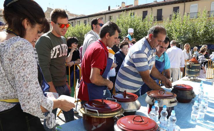 Degustación de olla ferroviaria en la Plaza Mayor de Palencia