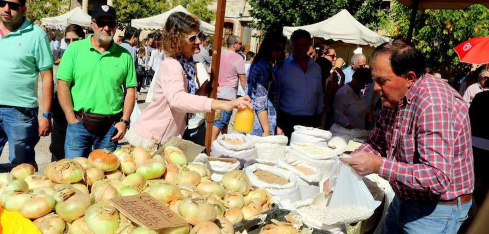 Palenzuela ensalza la cebolla horcal en una nueva feria