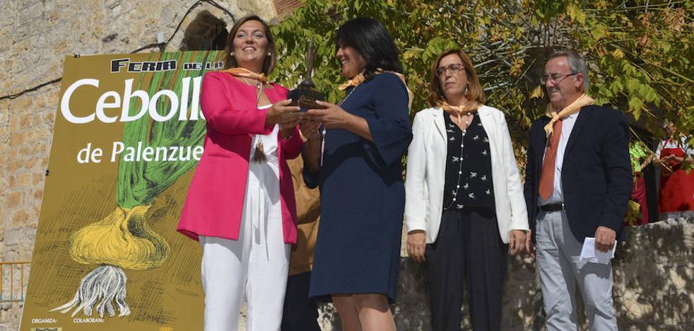 Milagros Marcos anima en Palenzuela a incrementar el cultivo de la cebolla horcal
