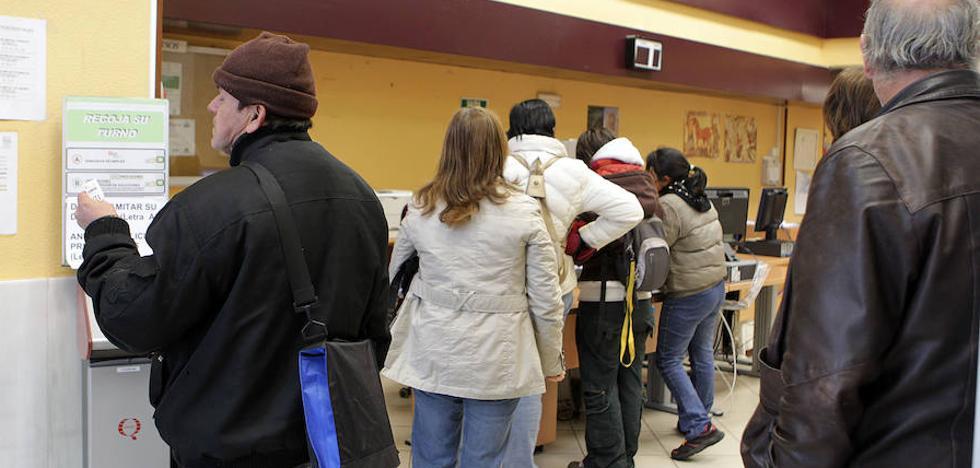Miles de parados de la región afrontan fuertes rebajas en sus pensiones tras cotizar 40 años