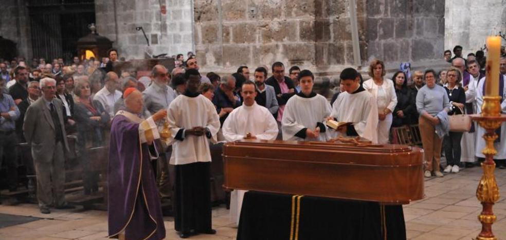La diócesis da su último adiós al rector del Seminario en un multitudinario funeral
