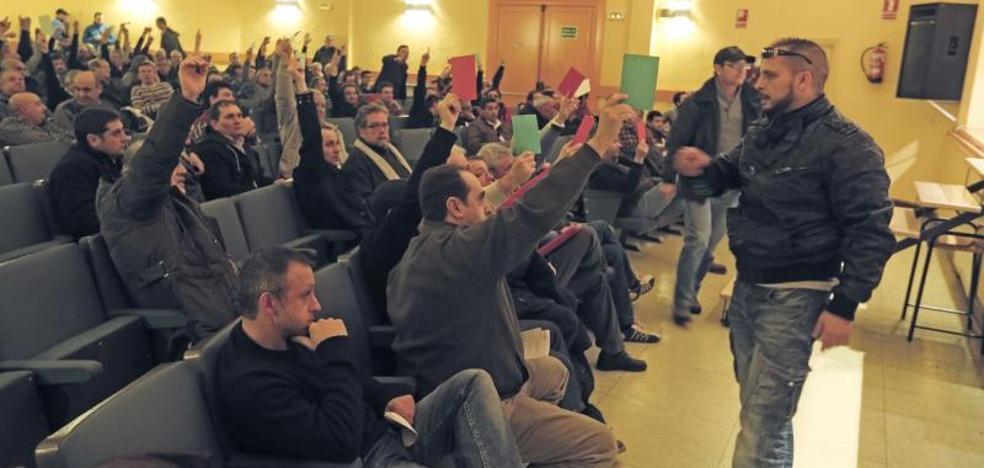 Los taxistas vallisoletanos convocan un referéndum para votar la jornada de 16 horas