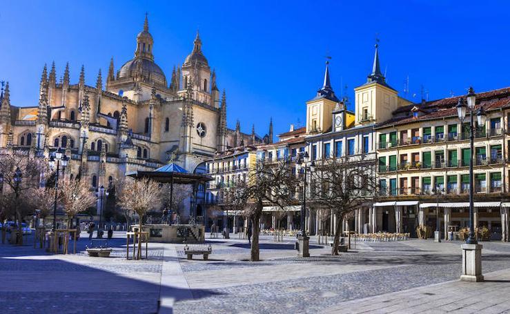 Un recorrido fotográfico por las plazas de Segovia