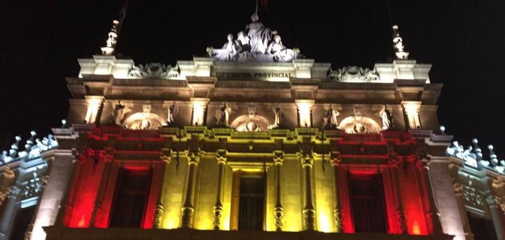 La Diputación de Palencia pinta con luz la bandera de España