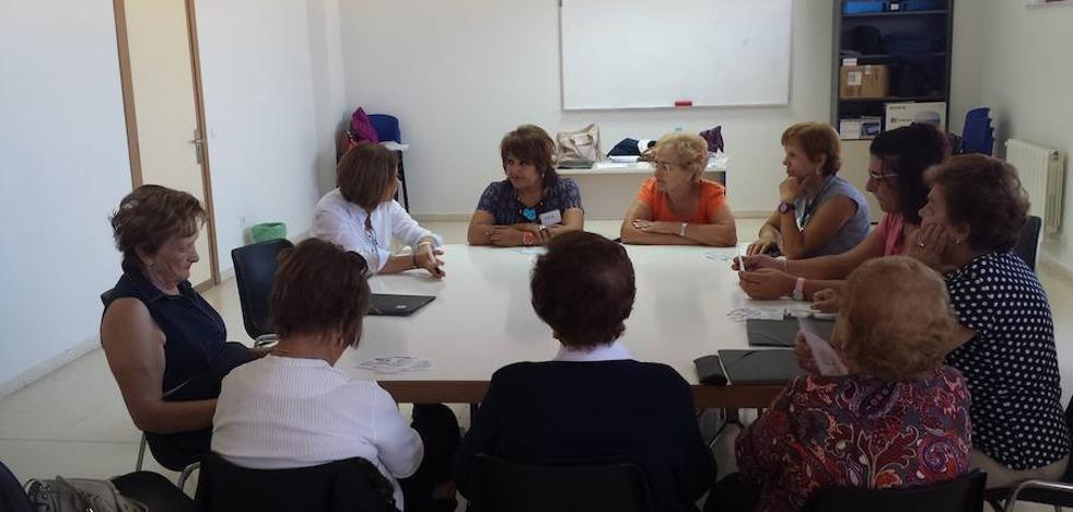 Cruz Roja inicia un taller de memoria dirigido a personas mayores en el Centro Cultural