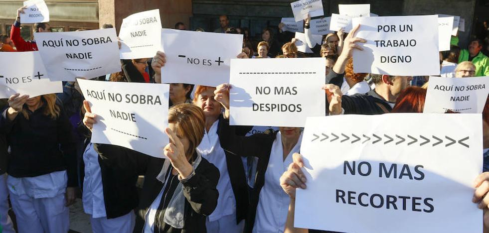 El personal de limpieza del hospital protesta por su «situción precaria»