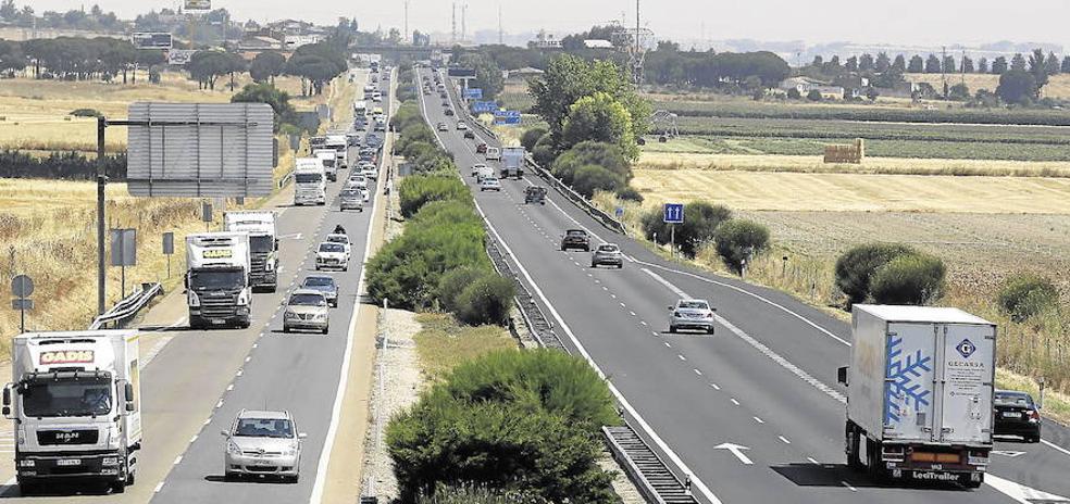La Diputación instará al Ministerio que busque una alternativa al tercer carril de la A-62