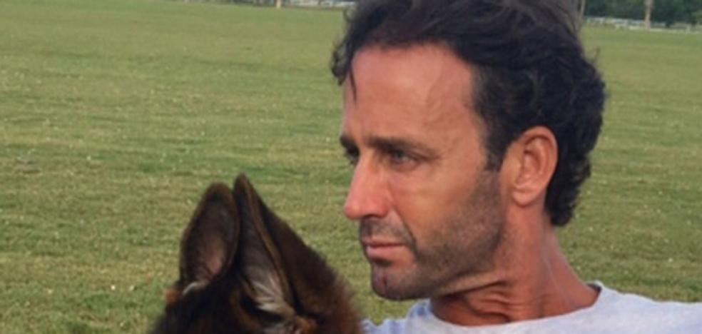 Echan a Álvaro Muñoz Escassi de un hotel por escandaloso