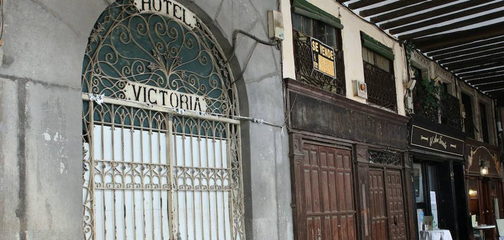 El histórico y ruinoso Hotel Victoria busca comprador por 1,2 millones de euros