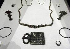 Aguilafuente expone piezas visigodas del yacimiento arqueológico de Santa Lucía
