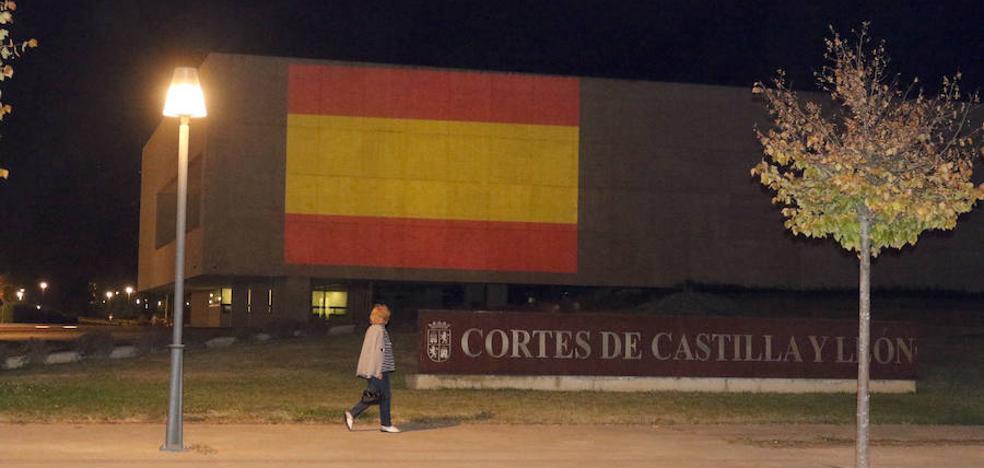 Ayuntamiento, Cúpula del Milenio y Cortes se iluminan esta noche de rojo y gualda