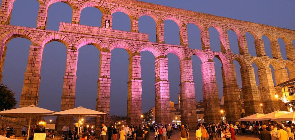 El acueducto, de rosa por el Día de la Niña