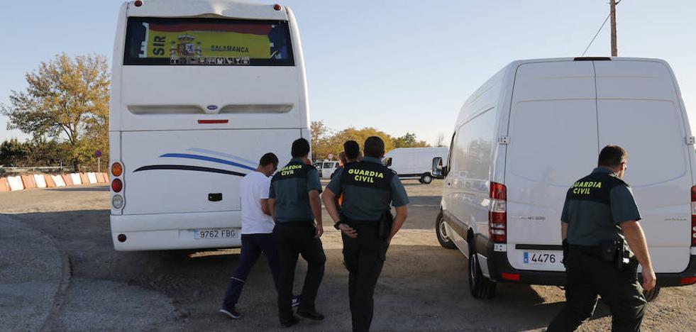 Interior prepara el relevo de los guardias civiles enviados a Cataluña