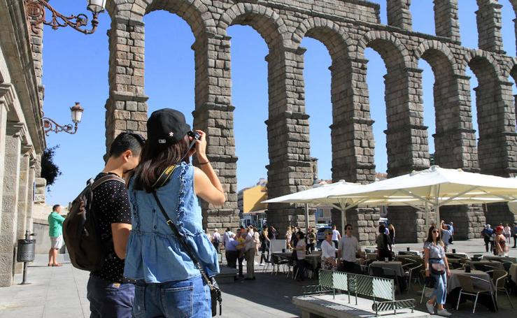 Los turistas apuestan por Segovia en el puente del Pilar