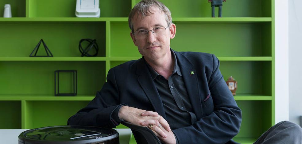 Colin Angle (CEO iRobot): «La inteligencia artificial pone solución a problemas cotidianos»