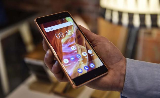 La mitad de los españoles usa el móvil para comprar online