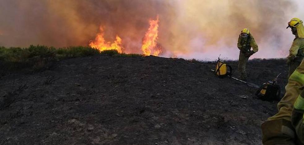 Herido el miembro de una cuadrilla que trabaja en la extinción del incendio de Caldas de Luna