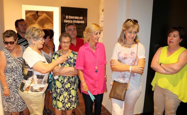 Los vecinos de Tabanera visitan su colección de cerámicas en el Museo de Cerrato
