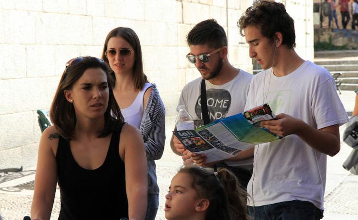 El centro de Segovia se llena de turistas