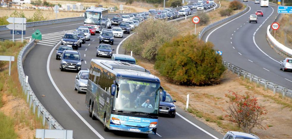 Un accidente en la A-6 causa retenciones de varios kilómetros en Tordesillas