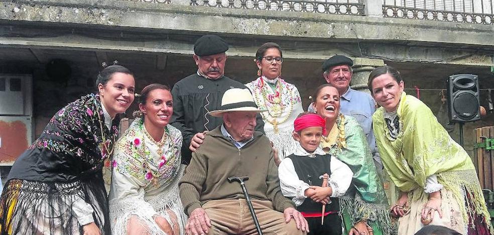 Homenaje a Manuel Paíno de la Iglesia durante la V Fiesta de la Vendimia