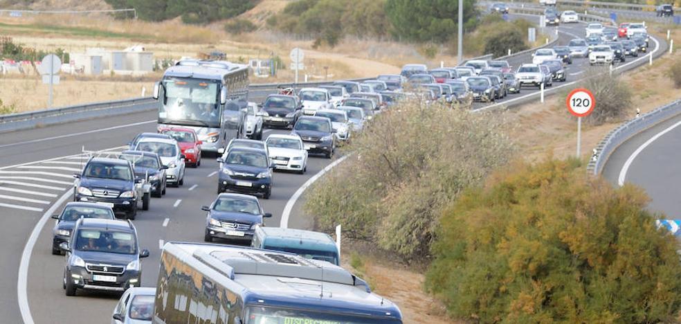 El accidente de ayer por la tarde con diez vehículos implicados se saldó con tres heridos