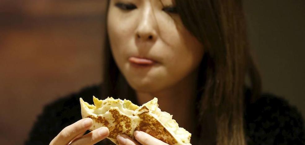 Por qué no debes comer a partir de las siete de la tarde si quieres adelgazar