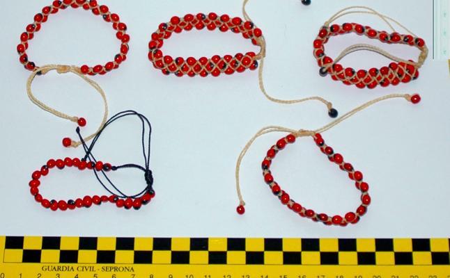 Intervienen en el mercado medieval de Soria cinco pulseras que podrían estar hechas de semillas tóxicas