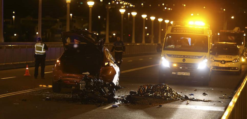 Muere un motorista al colisionar con un coche en el puente de la Universidad de Salamanca