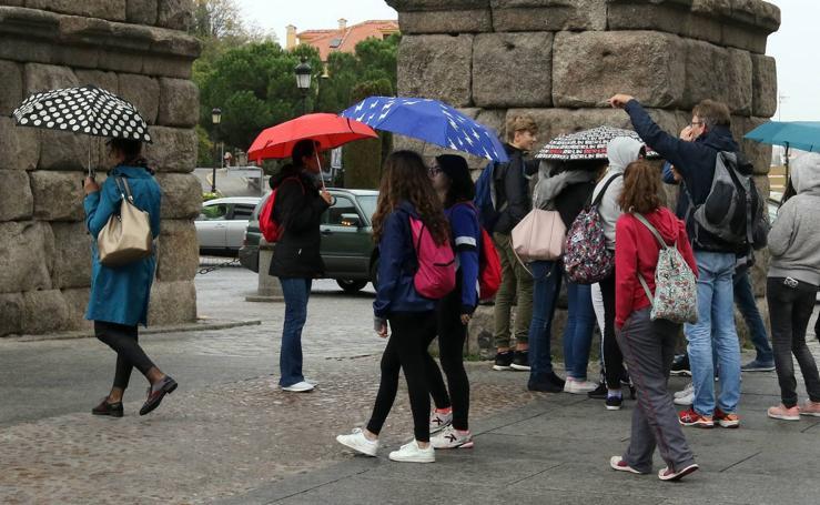 La lluvia hace acto de presencia en Segovia