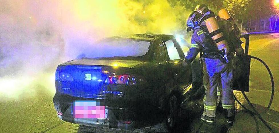 Nuevo incendio intencionado de un vehículo en Pajarillos