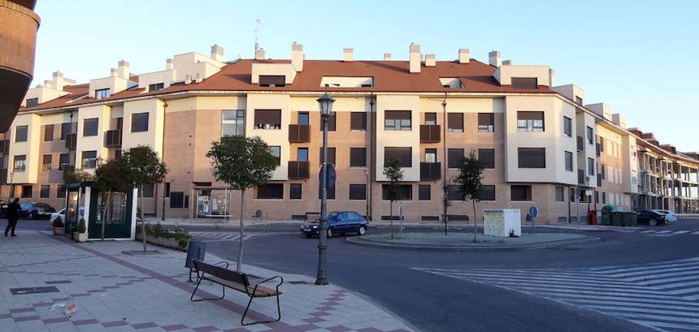 Termina la pesadilla para los vecinos de los pisos ocupados en Santovenia