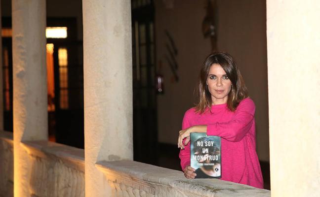 Carme Chaparro: «En mi novela clavo banderillas a todo el mundo»