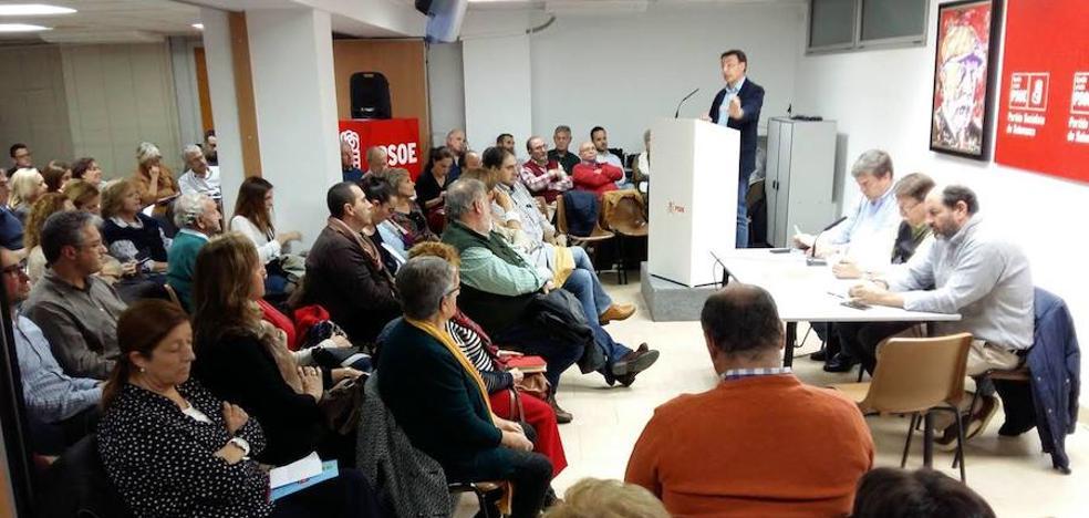 La militancia decide que las primarias del PSOE se conviertan en un duelo entre Pablos y Vegas