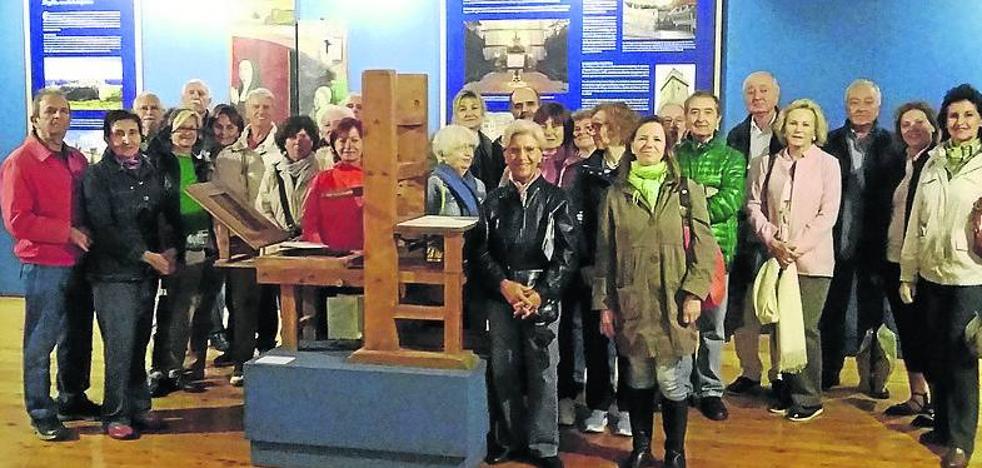 La Fundación Amigos de la Biblioteca Nacional visita la exposición del Sinodal