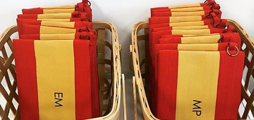 Las ventas del bolso patriótico de Cifuentes se disparan