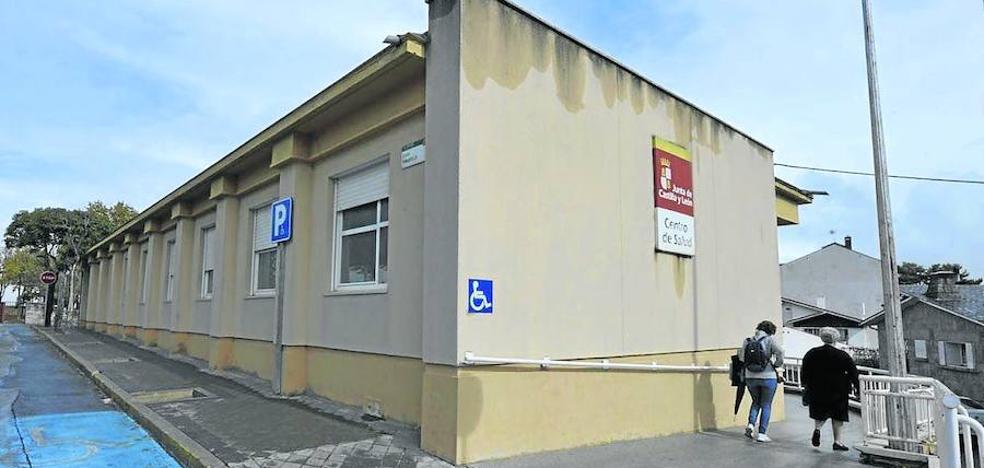 La única enfermera en el centro de salud de El Espinar atiende casi 800 urgencias al mes