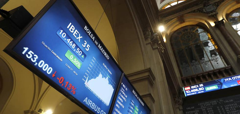 España coloca 4.526 millones en bonos y obligaciones más caras por Cataluña