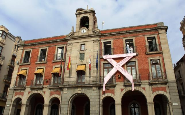 Un gran lazo rosa en Zamora en el Día Contra el Cáncer de Mama