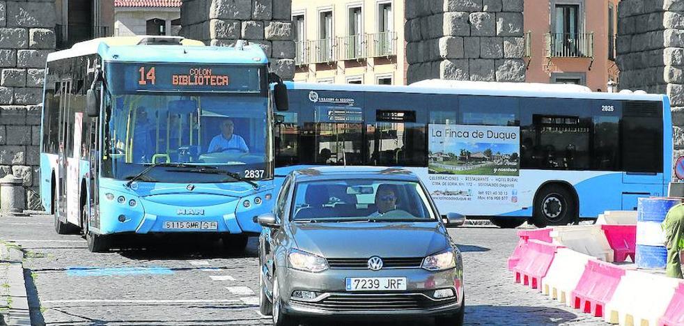 La alcaldesa resta gravedad a los «problemas mecánico» del servicio de transporte urbano