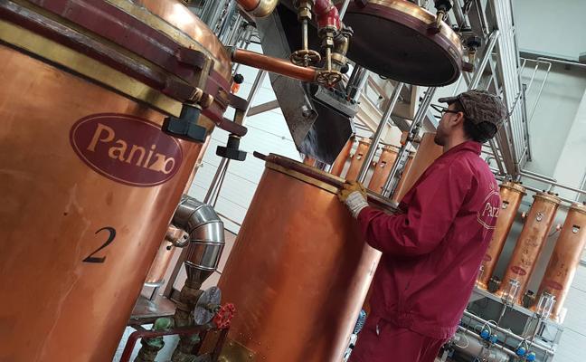 Arranca la campaña de destilación en Orujos Panizo